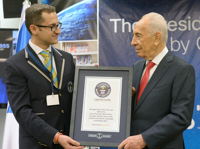 Pres Peres receives Guinness World Record from Senior VP Frigatti