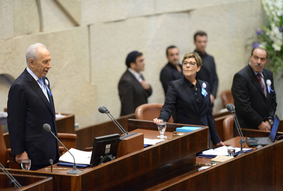 Pres Peres at opening session of 19th Knesset