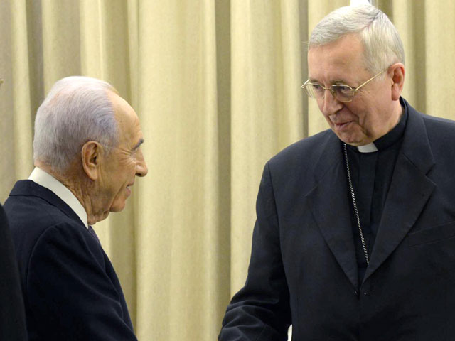 President Peres meets with delegation of the Catholic Church