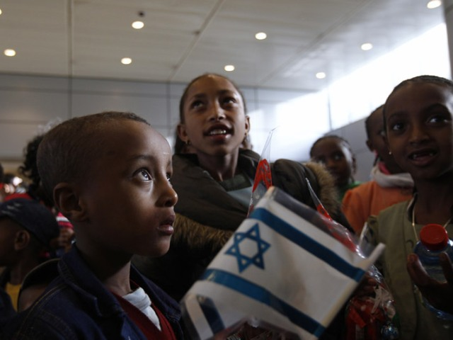 Jewish immigrants from Ethiopia arrive at Ben Gurion International Airport, Jan 2011